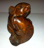 Netsuke mouse holding fish